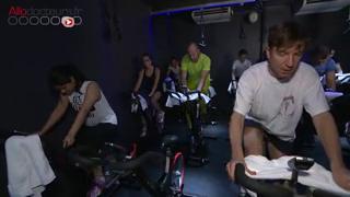 Le cycling ou vélo en salle fait de plus en plus d'adeptes.
