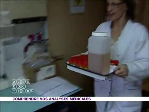 Visite dans un laboratoire de bactériologie
