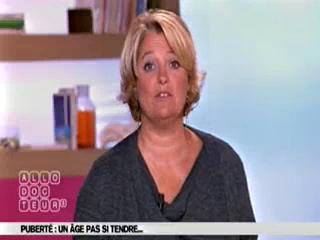 Marina Carrère d'Encausse et Michel Cymes expliquent la puberté.