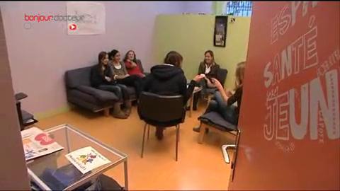 De petites réunions exclusivement féminines, sont organisées pour permettre à chacune de parler de son expérience.