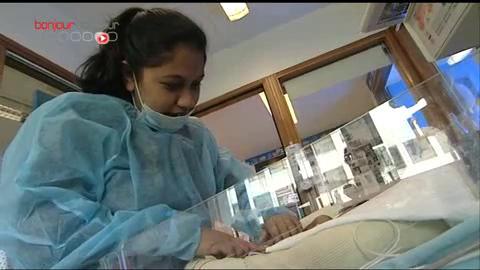 Reportage dans le service de néonatologie de l'hôpital Robert-Debré à Paris
