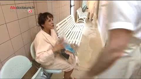 L'enveloppement à base de boue est particulièrement indiqué pour traiter les rhumatismes.