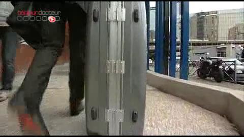 Pour faire face aux demandes, l'Oniam a créé une cellule de dix personnes à temps plein, chargée d'éplucher les dossiers.
