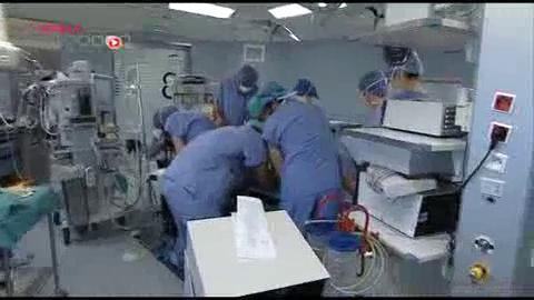 Attention images de chirurgie ! Les chirurgiens plastiques ont développé des techniques de reconstruction par lambeau, ce qui permet de traiter les patients sans les amputer.
