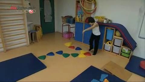 Les parents d'Hugo, 6 ans et demi, organisent autour de lui pas à pas la prise en charge dont il a besoin.