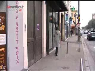 Malgré l'insécurité, ces deux femmes médecins continuent à exercer dans des quartiers situés en zones urbaines sensibles à Lyon et sa banlieue.