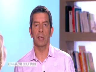 Marina Carrère d'Encausse et Michel Cymes expliquent le principe de la thérapie ciblée.