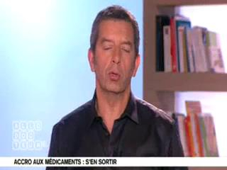 Marina Carrère d'Encausse et Michel Cymes expliquent l'action des médicaments.