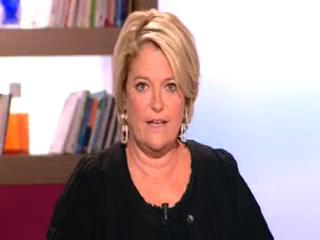 Marina Carrère d'Encausse et Benoît Thevenet présentent le suppositoire.