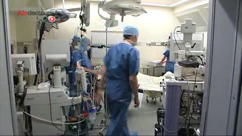 Attention, images de chirurgie ! L'hernie hiatale est un facteur favorisant le RGO.