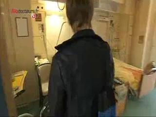 À Paris, l'hôpital Vaugirard-Gabriel Pallez propose aux personnes âgées victimes d'accidents domestiques de réaménager leur domicile.