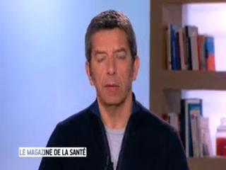 Marina Carrère d'Encausse et Michel Cymes expliquent l'action des virus.
