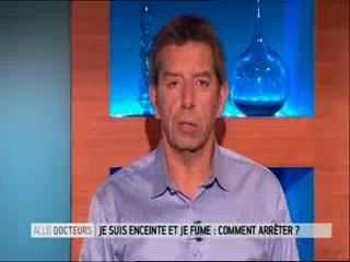 Marina Carrère d'Encausse et Michel Cymes expliquent les effets du tabac sur le fœtus.