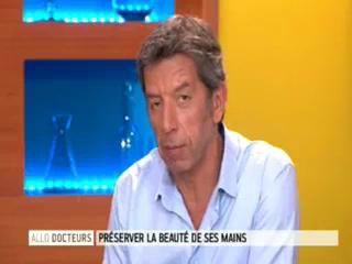 Marina Carrère d'Encausse et Michel Cymes expliquent le vieillissement des mains.