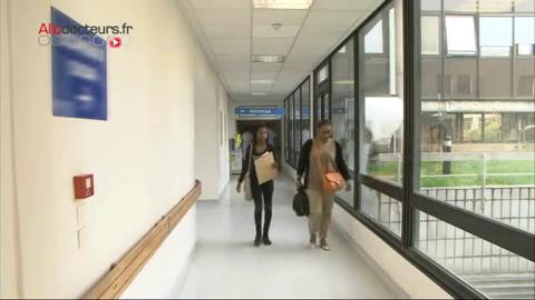 Mallaury, une jeune fille de 16 ans, est atteinte de la drépanocytose. Elle réalise chaque année un bilan pour repérer les dommages éventuels de la maladie.