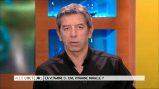 Michel Cymes et Benoît Thevenet expliquent le rôle de la vitamine D dans l'organisme.