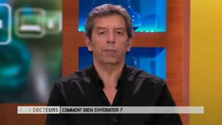 Marina Carrère d'Encausse et Michel Cymes expliquent pourquoi l'hydratation est importante.