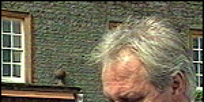 Campbell Aird et sa seconde prothèse, en 1998. (DR)