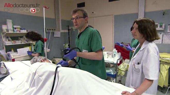 Pour les patients, il est recommandé de réaliser une fibroscopie de contrôle tous les ans avec des biopsies tous les trois ans