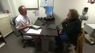 Pour surveiller l'évolution de la pathologie, le pneumologue réalise des tests respiratoires.