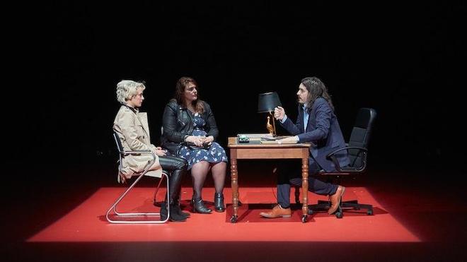 Claire Tabard, Cathy Tabard (sa soeur) et Hugo, l'avocat ©Pierre Grosbois