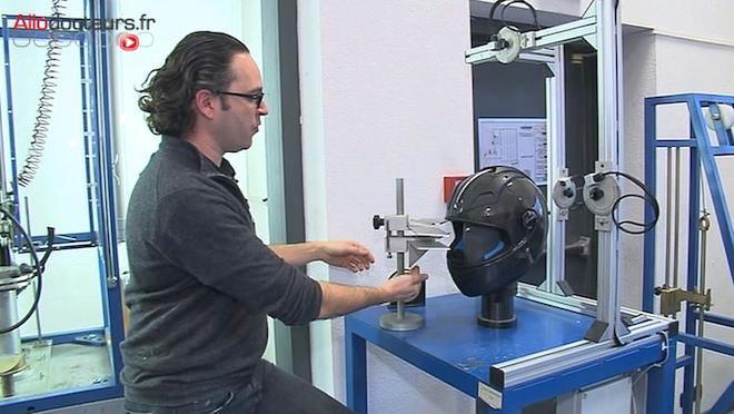Le casque de moto ne peut être vendu sans passer par une série de tests.