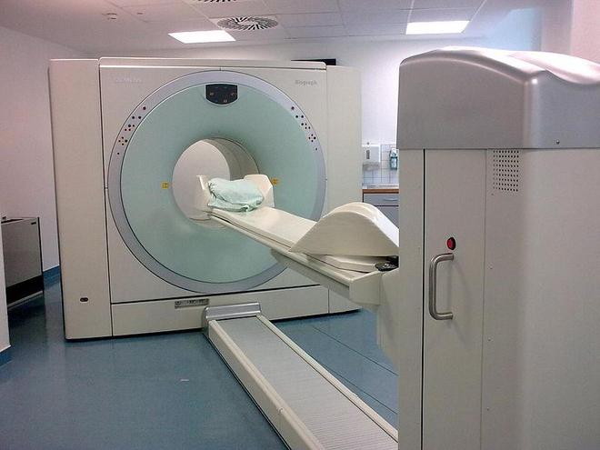 Un dispositif de tomographie par émission de positons (cc-by-sa Brudersohn)