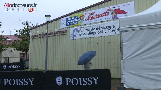 Covid : visite du premier centre de vaccination à Poissy (78)