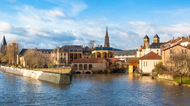 Image d'illustration. La ville de Metz, en Moselle, compte un nombre important de cas de variants du coronavirus.