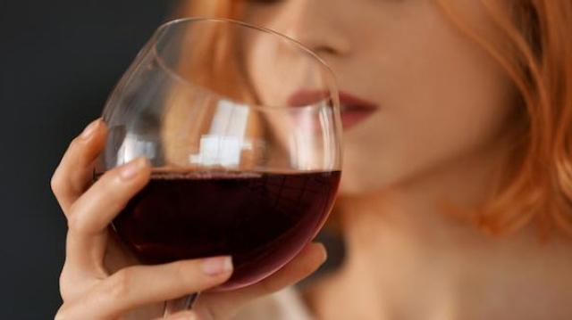 """Attention fake news ! Aucune boisson alcoolisée ne peut être qualifiée de """"saine"""""""