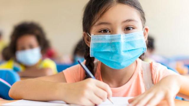 Covid : les écoles primaires jouent un rôle mineur dans la transmission, selon des pédiatres