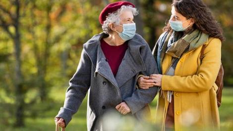 Covid : les plus de 80 ans ne représentent plus que 30% des décès