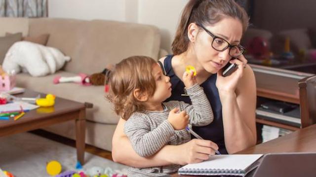 Confinement : pourquoi les mères d'enfants en bas âge sont particulièrement épuisées