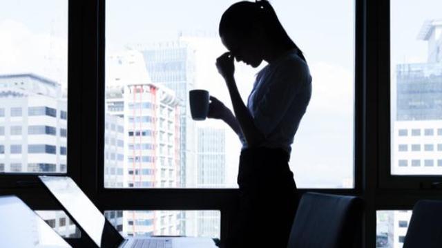 Travailler plus de 55h par semaine augmenterait le risque de décès