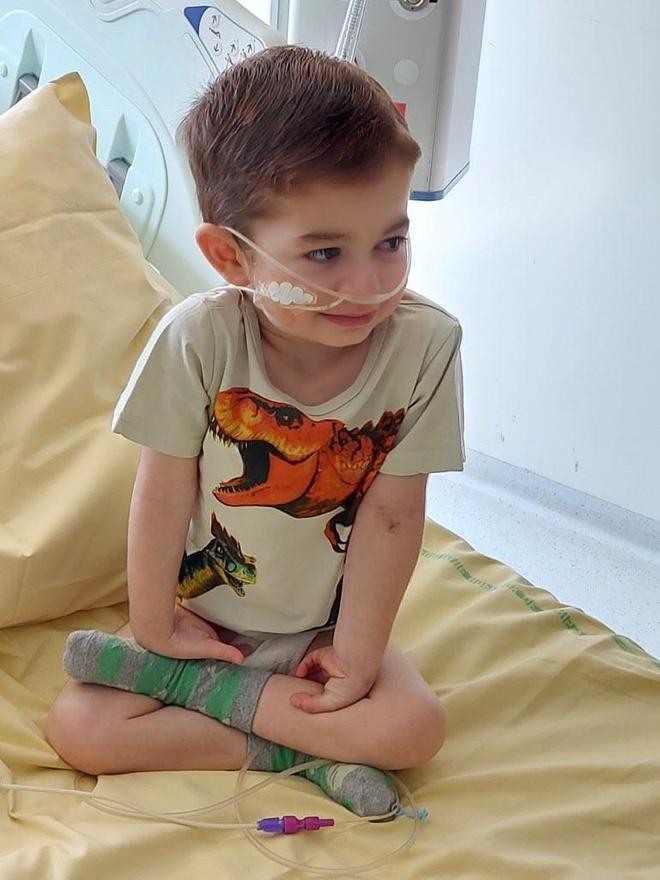 Mael, dépendant d'oxygène, avant son opération