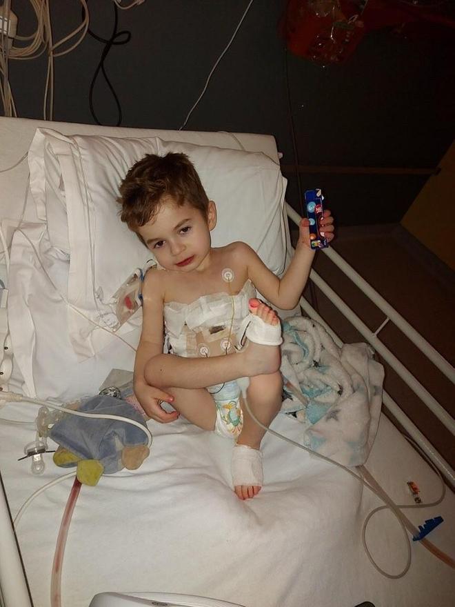 Mael, une semaine après la greffe des deux poumons
