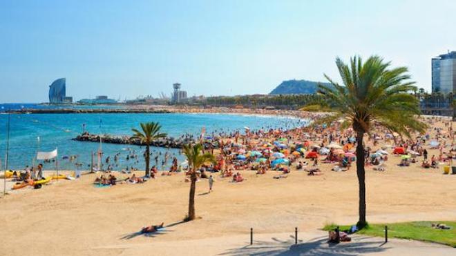 La plage de Barcelone, en Espagne, où le gouvernement français déconseille de se rendre pendant les vacances.