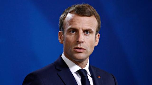"""Covid: Emmanuel Macron évoque une troisième dose pour """"les plus fragiles"""""""