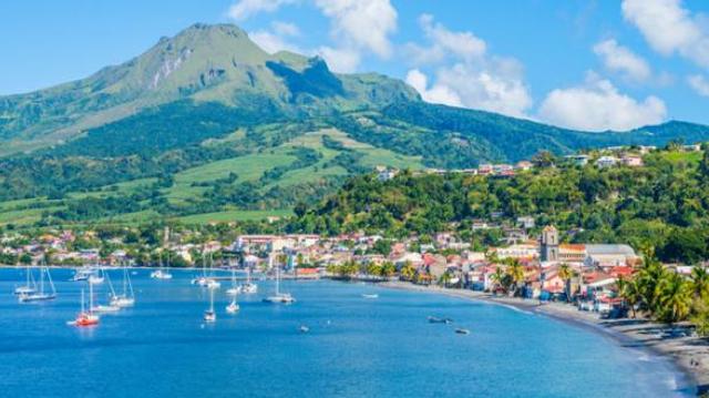"""Face à une  situation """"extrêmement préoccupante"""", la Martinique durcit son confinement"""