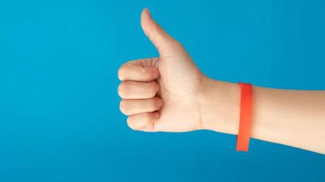 """Covid : bientôt un bracelet """"pass sanitaire"""" ?"""