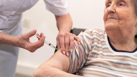Vaccination anti-Covid : début de la campagne pour la troisième dose dans les Ehpad
