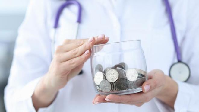 Les salaires de la fonction publique hospitalière ont encore baissé en 2019 selon l'Insee