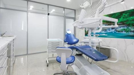 Deux centres de soins dentaires fermés après 76 plaintes de patients