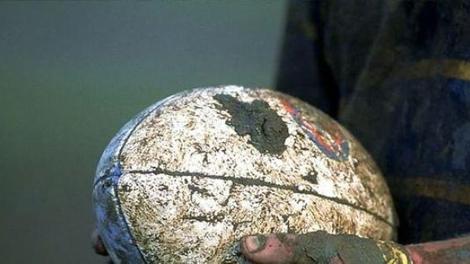Commotion cérébrale : les rugbymen écartés du terrain pendant 10 minutes après un choc