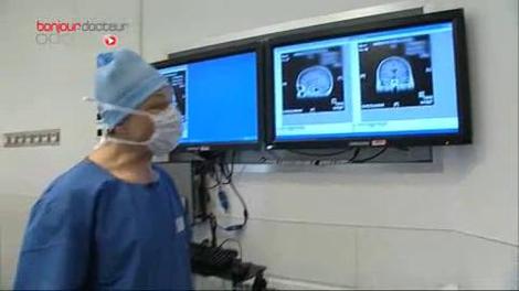 Des chirurgiens opèrent le cerveau… dans le noir !