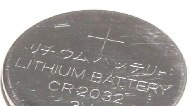 Une pile au lithium met un nourrisson entre la vie et la mort