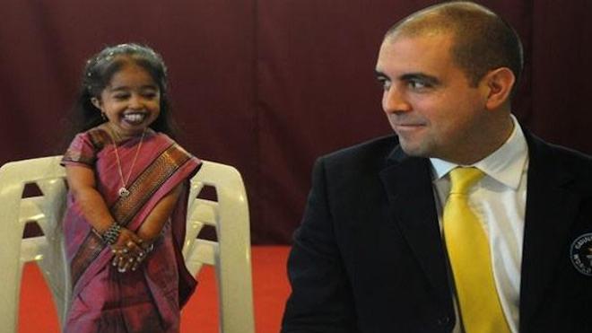 La plus petite femme du monde au pays de Ganesh