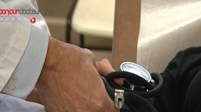Risques cardio-vasculaires : prendre la tension aux deux bras ?