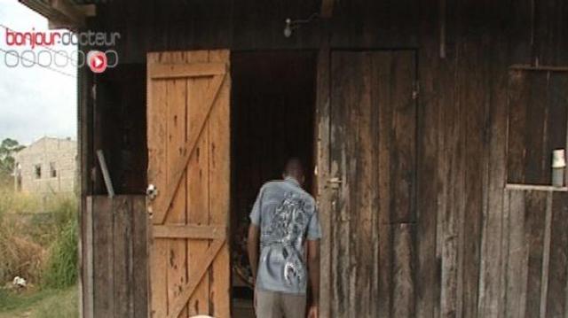 La mystérieuse maladie du hochement de tête tue des enfants en Afrique