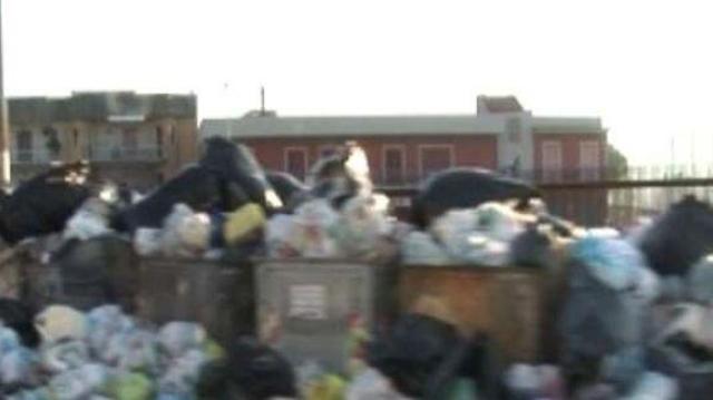 Lyon : les poubelles débordent, les bactéries aussi !